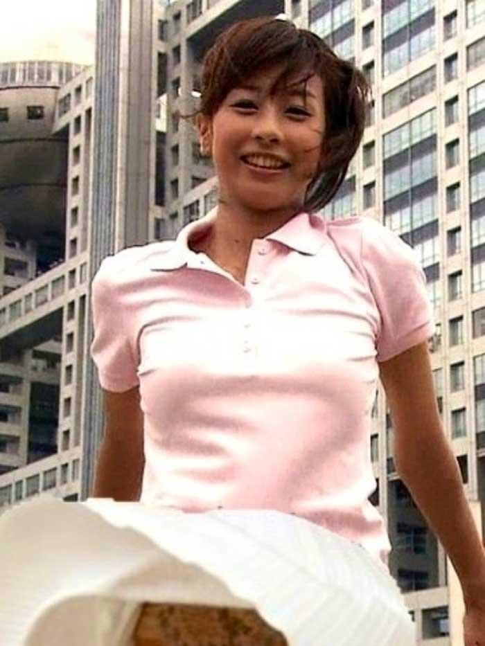 【女子アナエロ画像】番組中に起こった女子アナのパンチラ、胸チラ画像集!うきうきウォッチング感がハンパないです! 34
