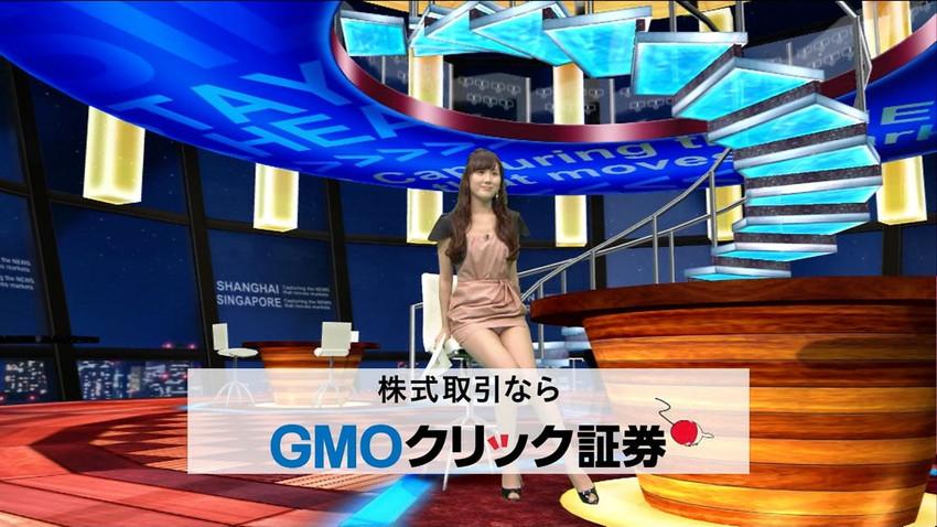 【女子アナエロ画像】番組中に起こった女子アナのパンチラ、胸チラ画像集!うきうきウォッチング感がハンパないです! 42