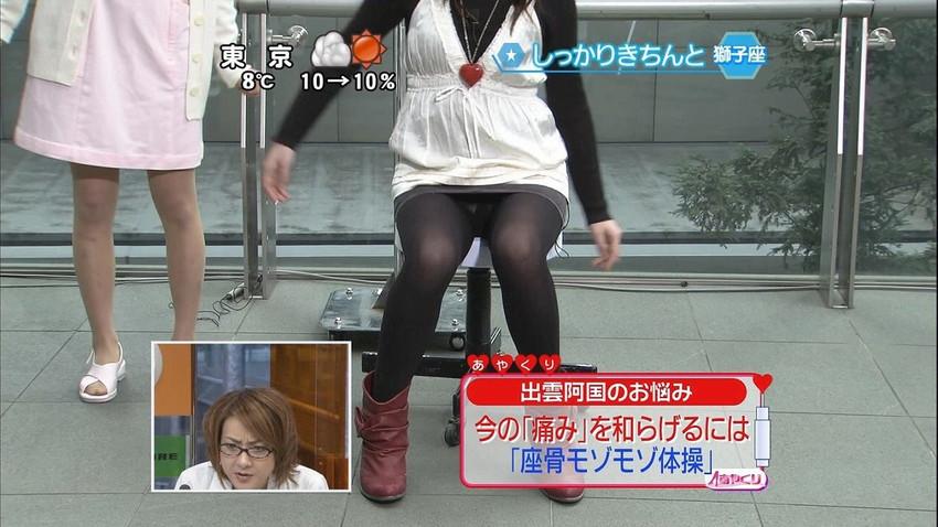 【女子アナエロ画像】番組中に起こった女子アナのパンチラ、胸チラ画像集!うきうきウォッチング感がハンパないです! 43