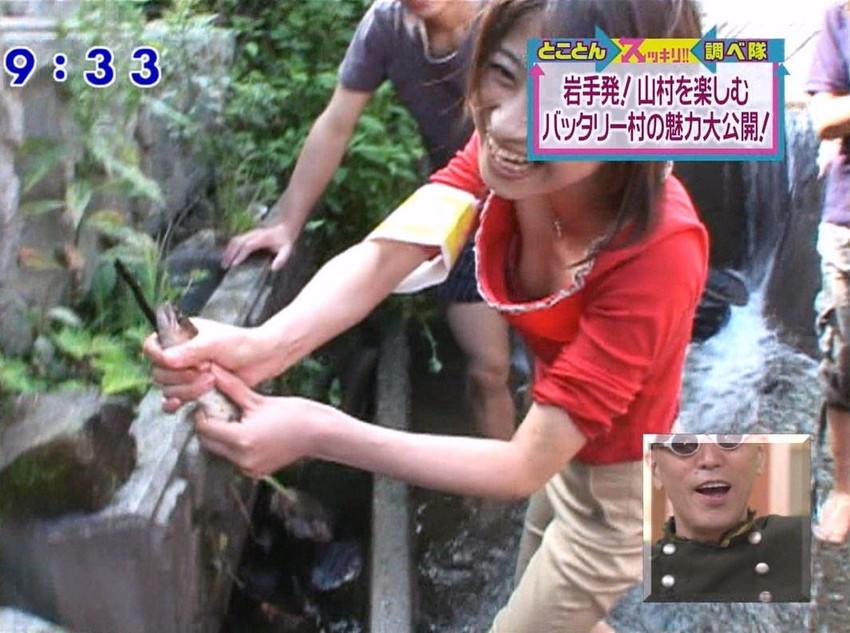 【女子アナエロ画像】番組中に起こった女子アナのパンチラ、胸チラ画像集!うきうきウォッチング感がハンパないです! 48