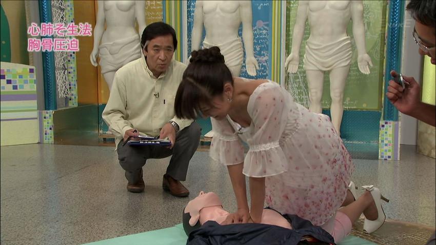 【女子アナエロ画像】番組中に起こった女子アナのパンチラ、胸チラ画像集!うきうきウォッチング感がハンパないです! 50