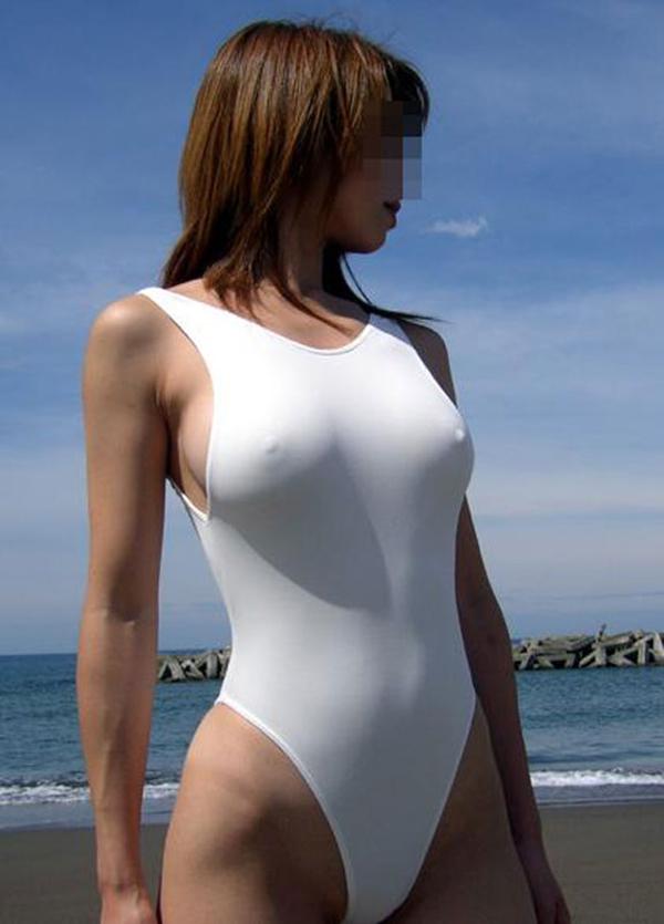 【乳首ポッチエロ画像】思わず2度見してしまう胸元に乳首が浮いてる女たち! 24