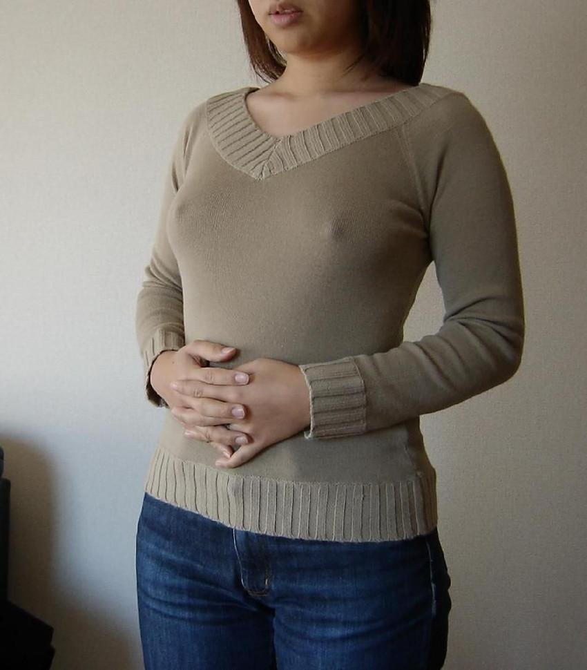 【乳首ポッチエロ画像】思わず2度見してしまう胸元に乳首が浮いてる女たち! 37
