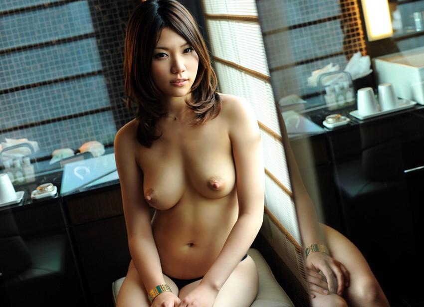 【美乳エロ画像】やっぱりおっぱいは綺麗な方が絶対にいいよな!? 37
