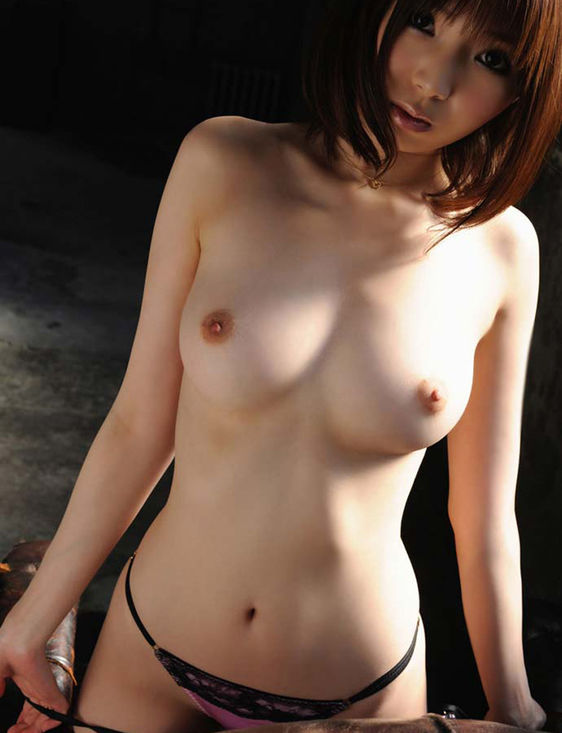 【美乳エロ画像】やっぱりおっぱいは綺麗な方が絶対にいいよな!? 38