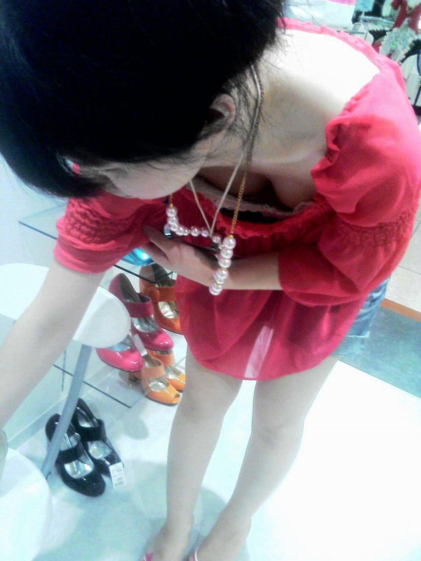 【街撮り胸チラエロ画像】偶然見つけた胸チラしている女の子撮ったったwww 06