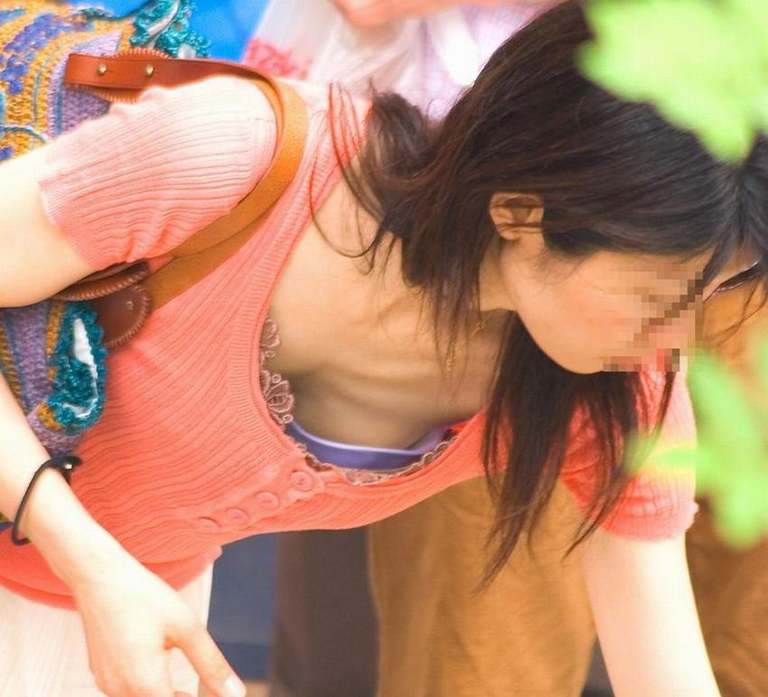 【街撮り胸チラエロ画像】偶然見つけた胸チラしている女の子撮ったったwww 31