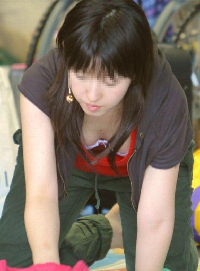 【街撮り胸チラエロ画像】偶然見つけた胸チラしている女の子撮ったったwww 34