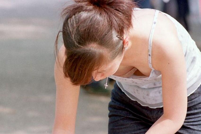 【街撮り胸チラエロ画像】偶然見つけた胸チラしている女の子撮ったったwww 38