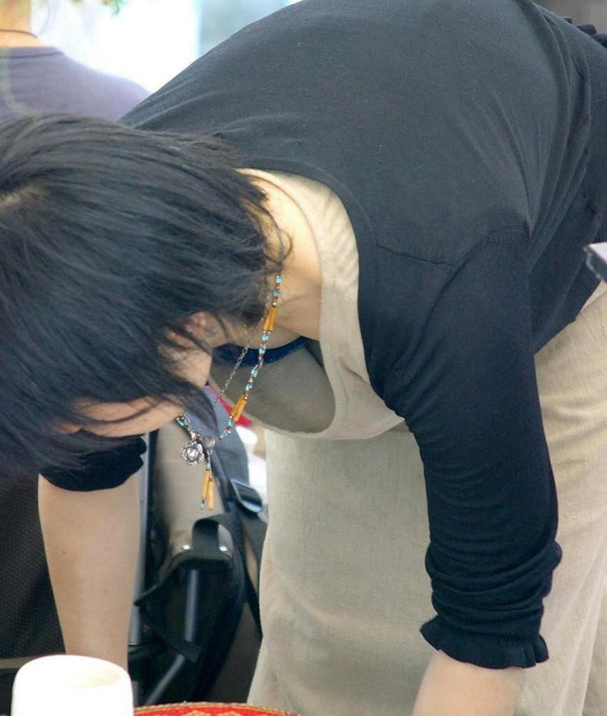 【街撮り胸チラエロ画像】偶然見つけた胸チラしている女の子撮ったったwww 39