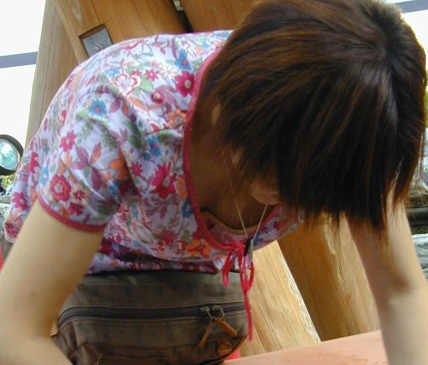 【街撮り胸チラエロ画像】偶然見つけた胸チラしている女の子撮ったったwww 41