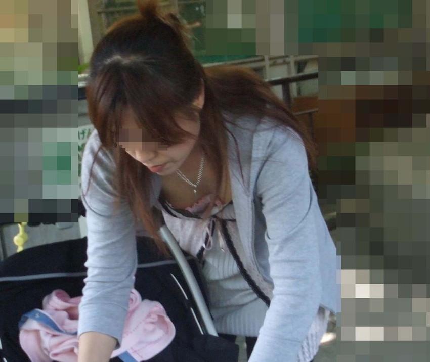 【街撮り胸チラエロ画像】偶然見つけた胸チラしている女の子撮ったったwww 42