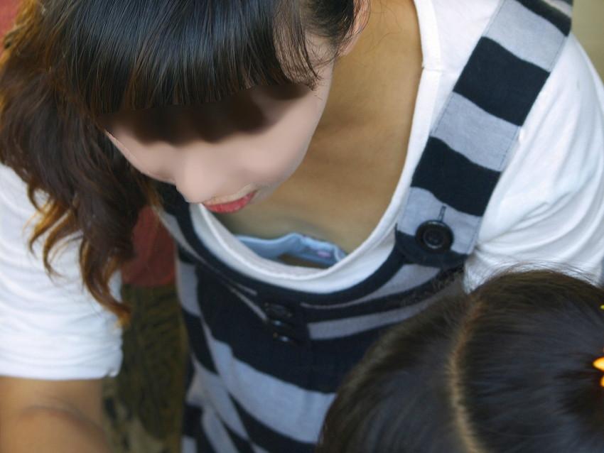 【街撮り胸チラエロ画像】偶然見つけた胸チラしている女の子撮ったったwww 43