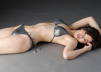 【水着エロ画像】時期は外している!だが異常にホットな水着の女の子!