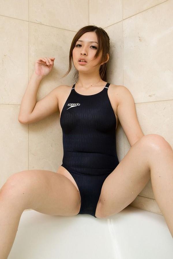 【水着エロ画像】時期は外している!だが異常にホットな水着の女の子! 25
