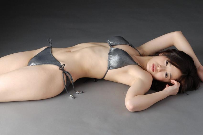 【水着エロ画像】時期は外している!だが異常にホットな水着の女の子! 43