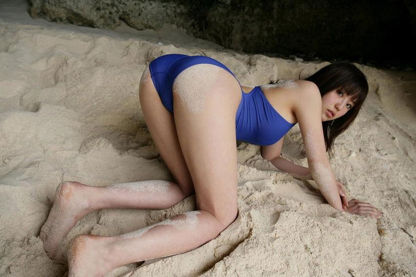 【水着エロ画像】時期は外している!だが異常にホットな水着の女の子! 47
