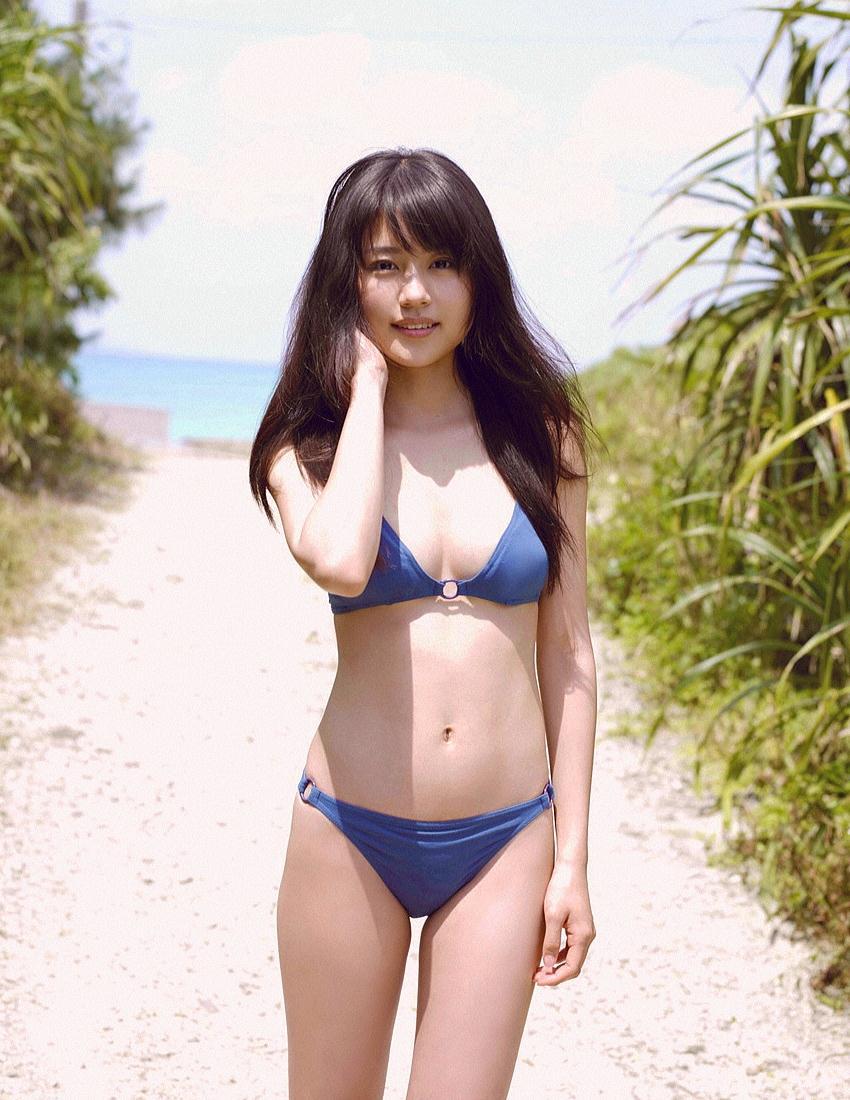 【水着エロ画像】時期は外している!だが異常にホットな水着の女の子! 51