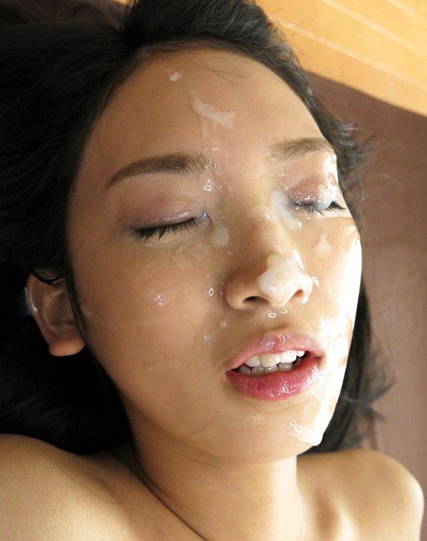 【顔射エロ画像】女の子の顔にフィニッシュするという満足感が堪らない顔射 53