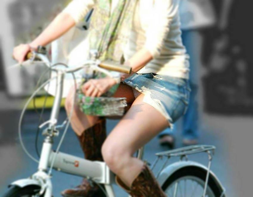【街撮りパンチラエロ画像】街中で見かけた偶然のエロスに下半身沸騰間違いなし! 23