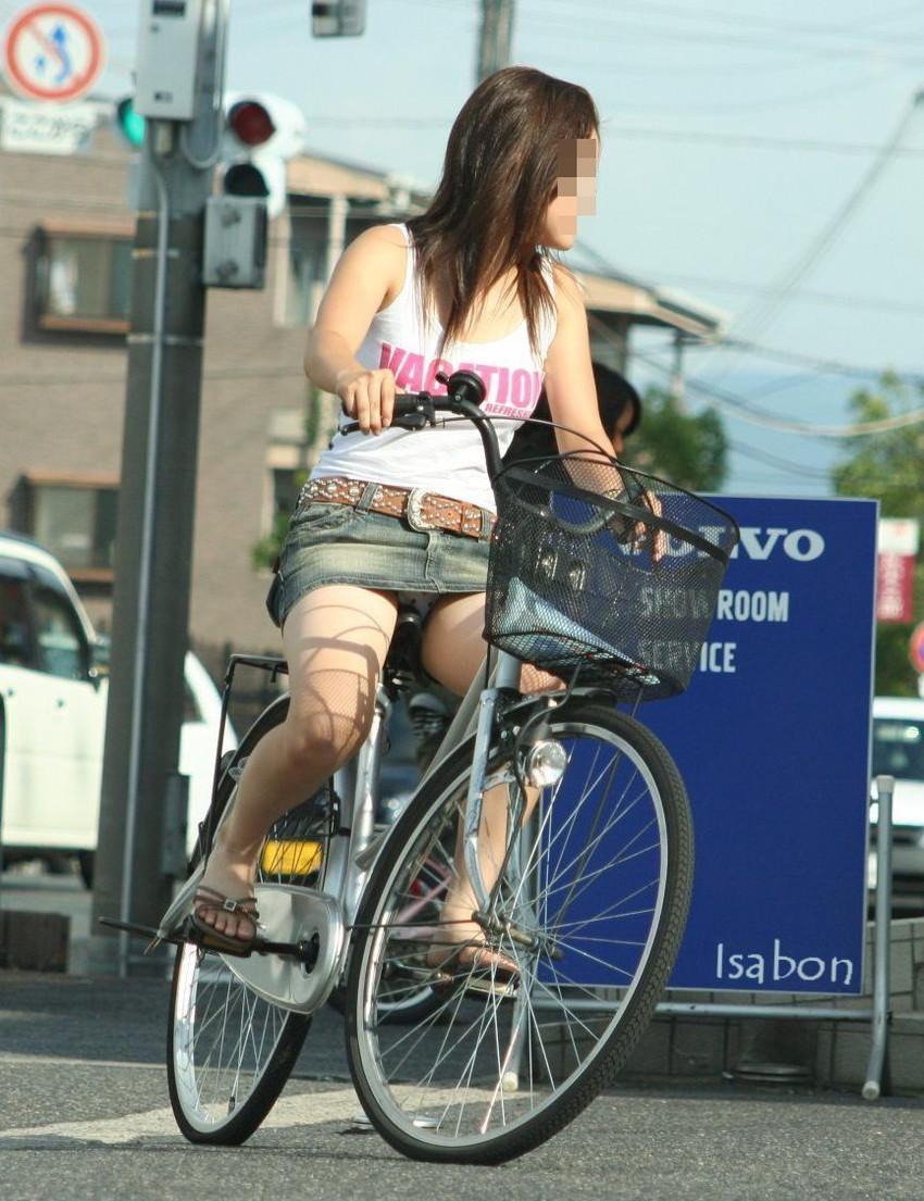 【街撮りパンチラエロ画像】街中で見かけた偶然のエロスに下半身沸騰間違いなし! 30