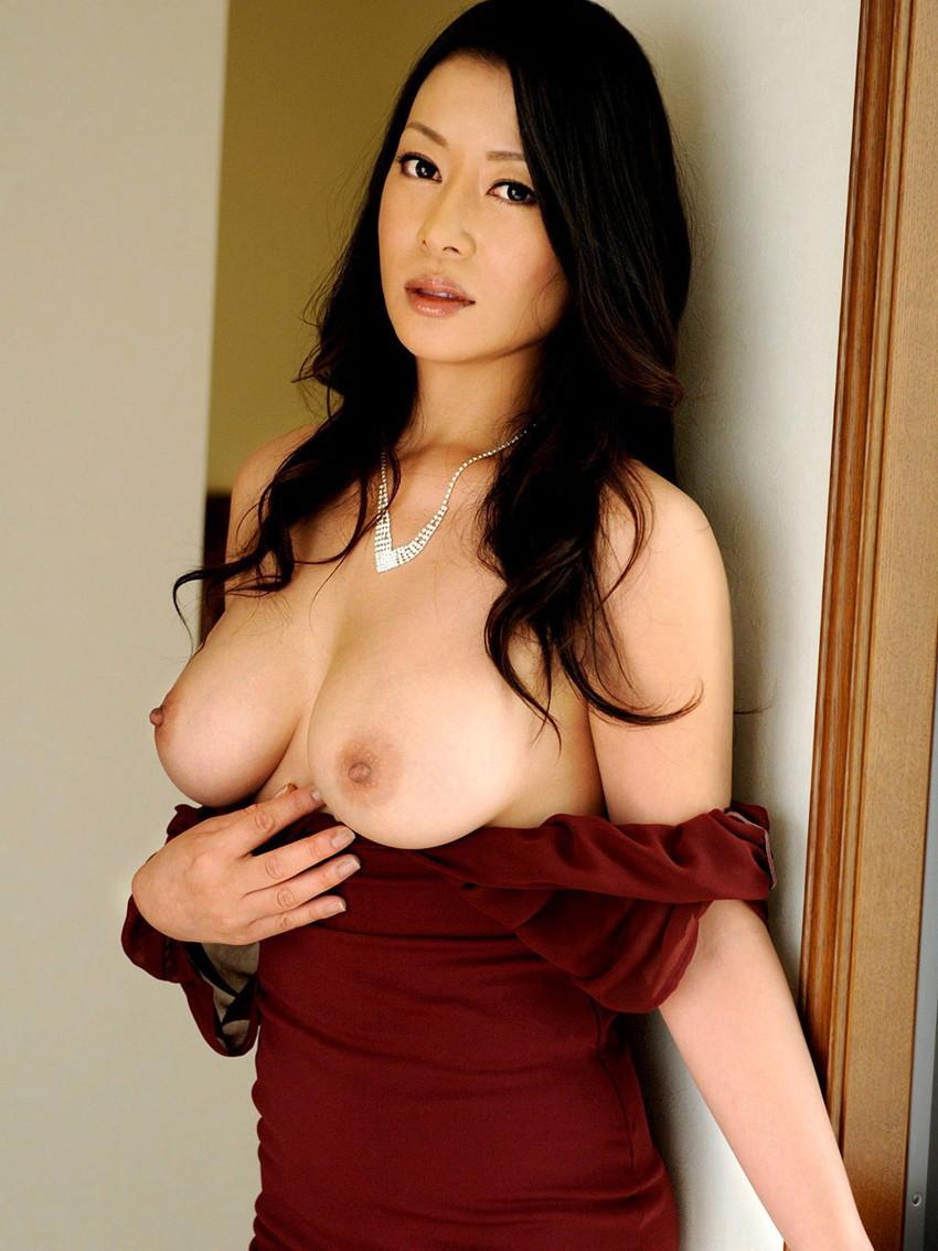 【美乳エロ画像】女性の象徴!大きさよりも美しさに拘ったおっぱい特集! 41