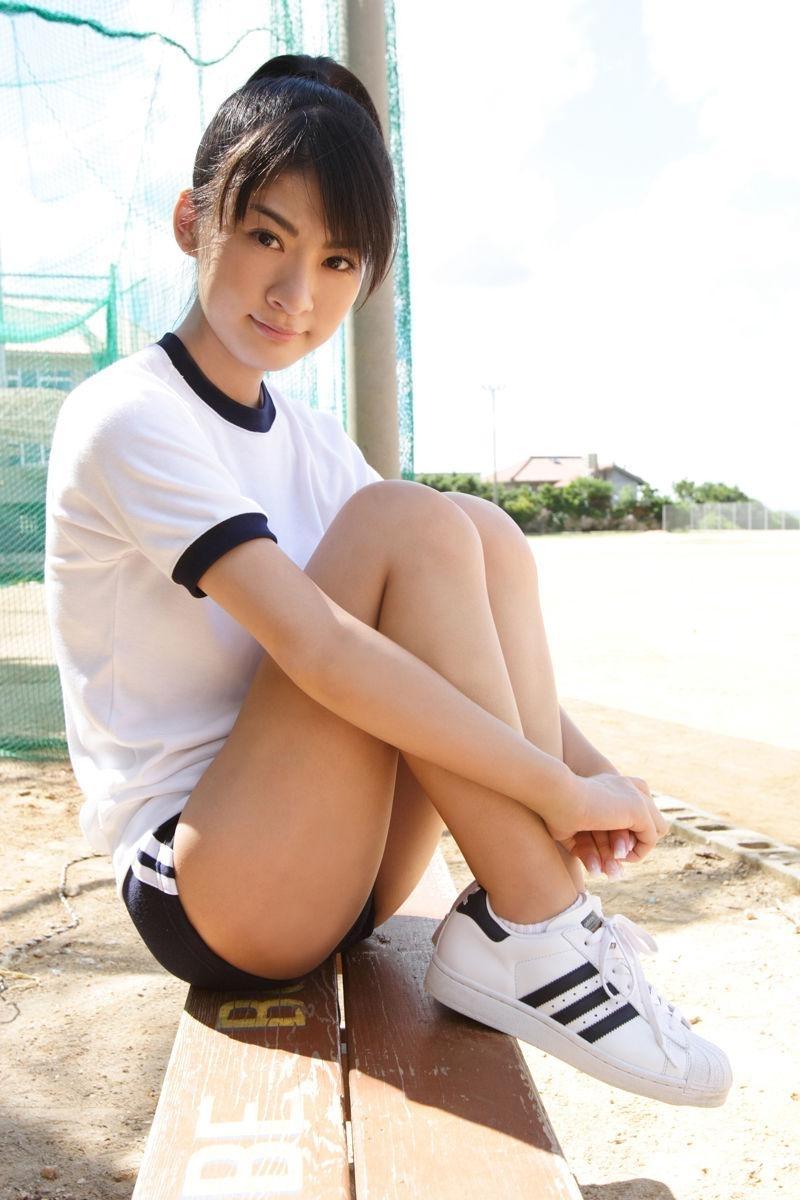 【ブルマコスプレエロ画像】古きよき時代を思い出す、体操服+ブルマの女の子! 10