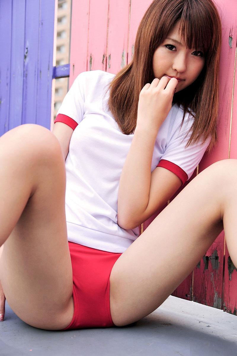 【ブルマコスプレエロ画像】古きよき時代を思い出す、体操服+ブルマの女の子! 24