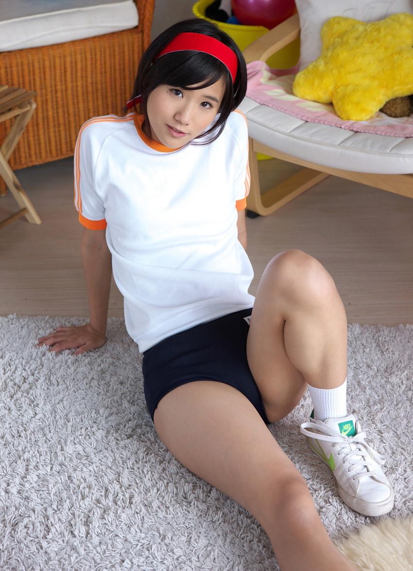 【ブルマコスプレエロ画像】古きよき時代を思い出す、体操服+ブルマの女の子! 30