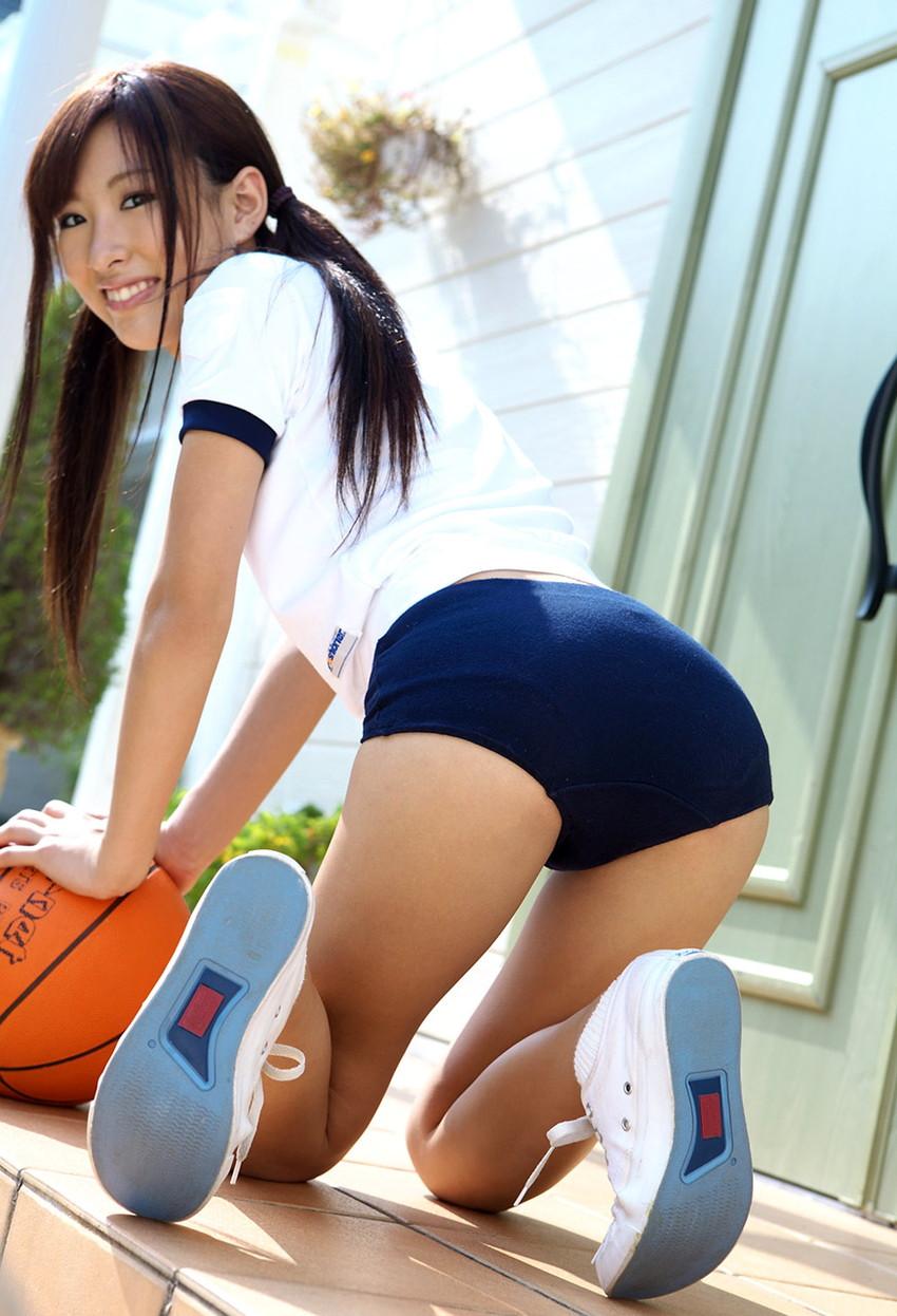 【ブルマコスプレエロ画像】古きよき時代を思い出す、体操服+ブルマの女の子! 50