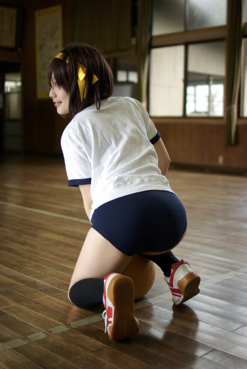 【ブルマコスプレエロ画像】古きよき時代を思い出す、体操服+ブルマの女の子! 52