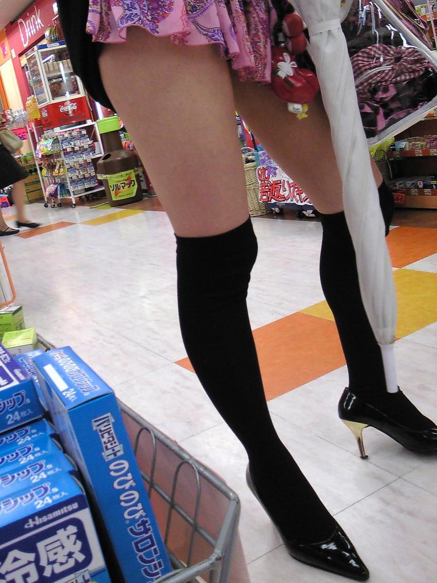 【絶対領域エロ画像】ミニスカートとニーソックスの間の生足!絶対領域エロ画像! 11