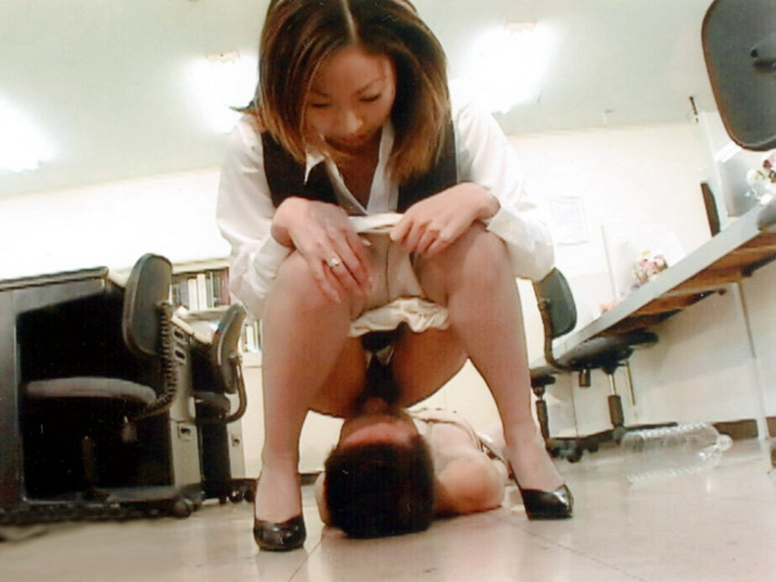 【顔面騎乗エロ画像】ここを舐めなさい!と言わんばかりの卑猥な顔面騎乗! 45