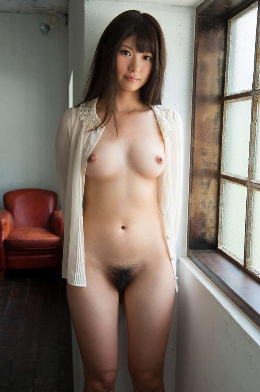 【美乳エロ画像】こんな綺麗なおっぱいなら、大きさにかんけいなく反応してしまうのでは? 05