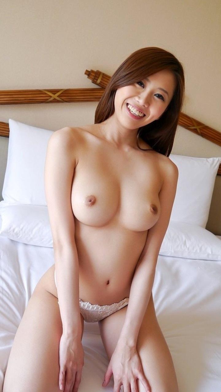 【美乳エロ画像】こんな綺麗なおっぱいなら、大きさにかんけいなく反応してしまうのでは? 42