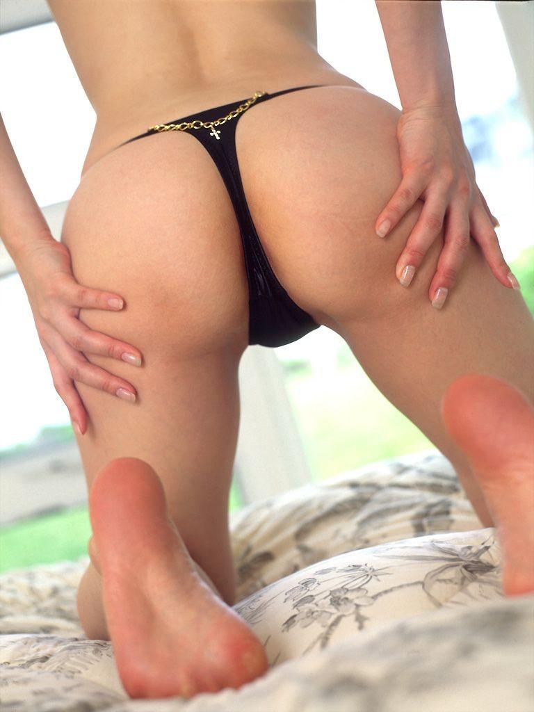 【Tバックエロ画像】美しく、セクシーに!女の子のお尻を演出してくれる優れもの! 19