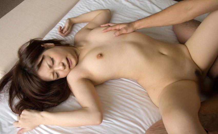 【正常位エロ画像】正常位でセックスするカップルがものごっつエロいw 51