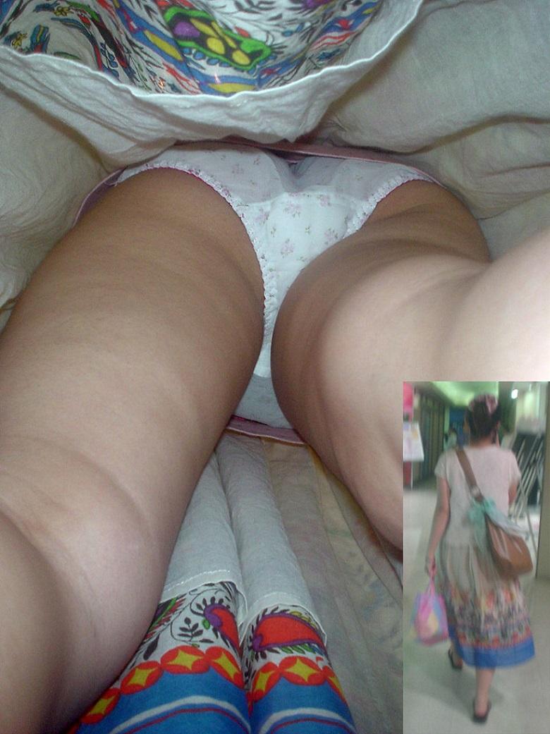 【パンチラ逆さ撮りエロ画像】女の子の直下からスカートの中身を盗撮したったww 29