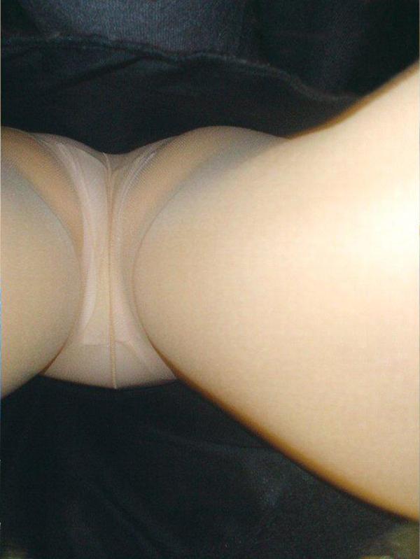 【パンチラ逆さ撮りエロ画像】女の子の直下からスカートの中身を盗撮したったww 39