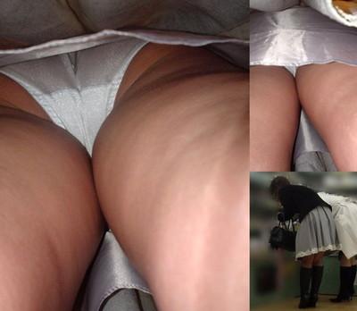 【パンチラ逆さ撮りエロ画像】女の子の直下からスカートの中身を盗撮したったww 18